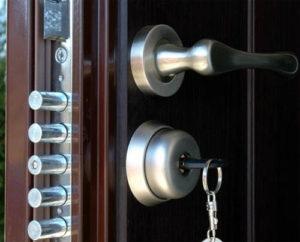 Установка замка в дверь по доступной цене в Одессе